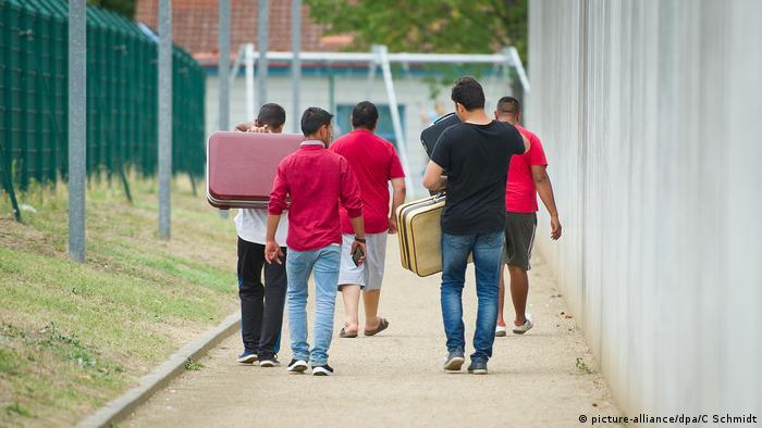 Flüchtlinge in Deutschland (picture-alliance/dpa/C Schmidt)
