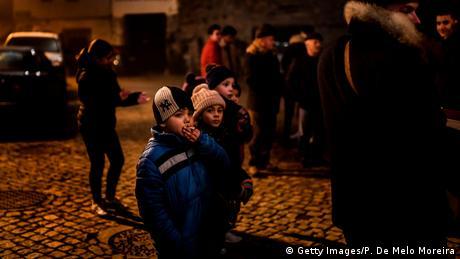 У португальському селі дітям дозволяють палити цигарки на Богоявлення