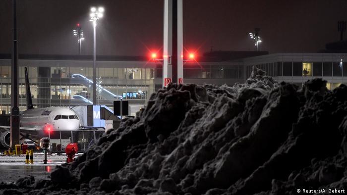 Deutschland | Schneeeinbruch in Süddeutschland (Reuters/A. Gebert)
