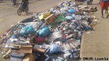 Müll und stehendes Wasser in Luanda, Angola