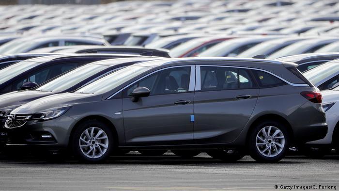 Großbritannien neue Vauxhall Autos in Ellesmere Port