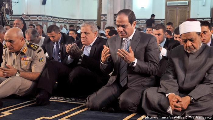 Ägypten Präsident al-Sisi betet am Opferfest (picture-alliance/dpa/Office Of The Presidency)