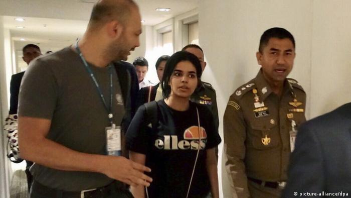 Rahaf Mohammed Alqunun with Thai and UNHCR authorities