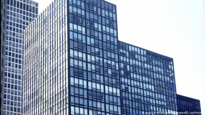 Hochhaus in Chicago: Lake Shore Drive von Mies van der Rohe. (picture-alliance/akg-images/G. Lachmuth)