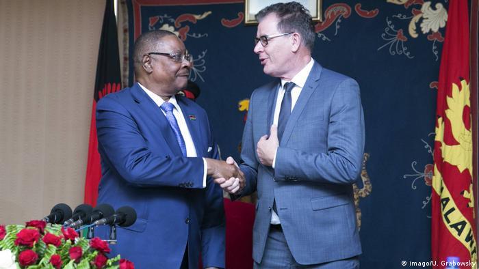 Bundesentwicklungsminister Gerd Müller (CSU) trifft Arthur Peter Mutharika, Staatspräsident von Malawi
