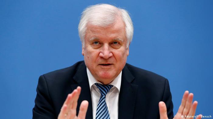 Berlin Innenminister Seehofer auf PK zu Daten-Skandal