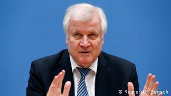 Хорст Зеехофер на пресс-конференции в Берлине 8 января