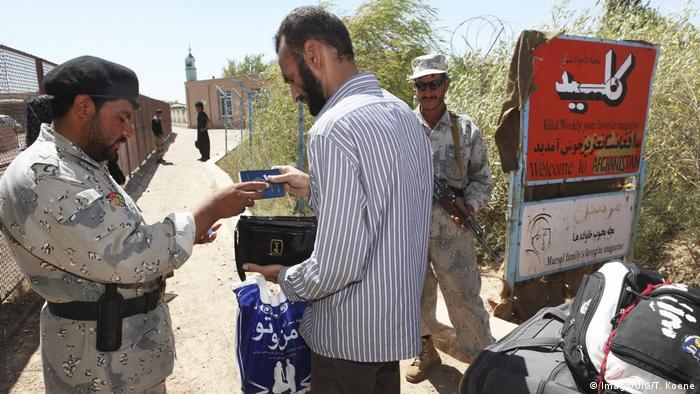 حتی در مواردی برخی از مهاجرانی که بازداشت شده و با اعمال زور از ایران اخراج شده اند، در مرز افغانستان اسناد معتبری که همراه داشته اند را به مقامات مسئول افغان و سازمان های بین المللی نشان داده اند. ایران همواره این موارد را در حد ادعا خوانده و رد می کند.