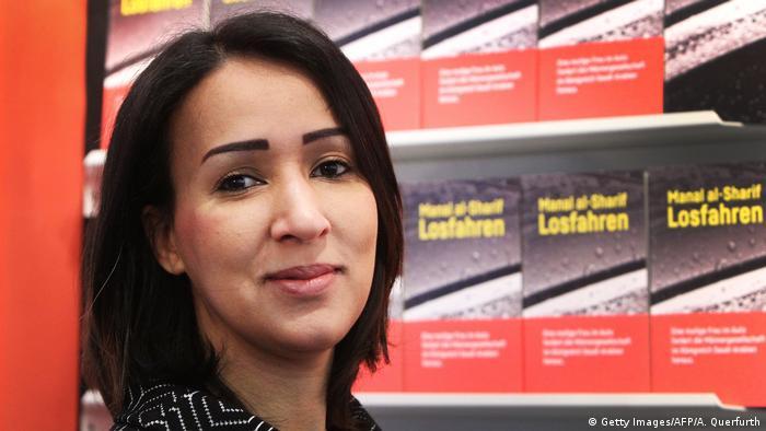 Deutschland Manal al-Sharif Frauenrechtlerin bei der Frankfurter Buchmesse (Getty Images/AFP/A. Querfurth)