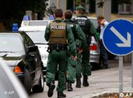 La policía al llegar al lugar en donde se encuentra el colegio Carolinum, en Ansbach, al sur de Alemania.