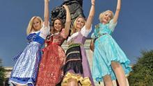 Die Moderatorin und Model Regina Deutinger (in Schatzi Dirndl von Katharina Lukacs, l-r), die Moderatorin Alina Baumann (in Trentini Couture von Julia Trentini), die Moderatorin Eva Grünbauer (in Lollipop und Alpenrock von Lola Paltinger) und die Schauspielerin Isabella Hübner (in Dirndlpunk von Angelika Zwerenz) posieren am Dienstag (25.08.2009) in München (Oberbayern) vor der Bavaria auf dem Oktoberfestgelände. Sie tragen Dirndl der bekanntesten Dirndl-Designer Münchens, die auch auf der Wiesn 2009 (19.09.-04.10.2009) von Besuchern getragen werden. Gleichzeitig zum Dirndlgipfel fand auf dem Oktoberfest-Gelände die Präsentation des Oktoberfestkrugs 2009 statt. Foto: Felix Hörhager dpa/lby +++(c) dpa - Bildfunk+++