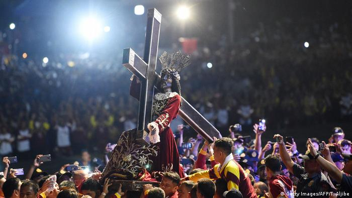 Das echte Prozessionsfeeling: Der Schwarze Nazarener auf seinem Weg durch Manila im Jahr 2019