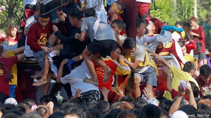 Black Nazarene devotees in Manila (Reuters/S. Zeya Tun)