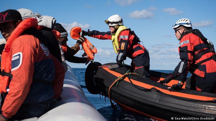 Фото из архива: спасение беженцев в Средиземном море