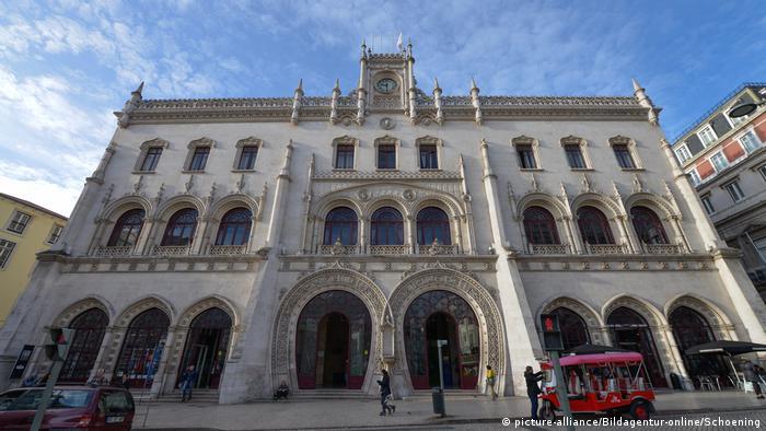 Las estaciones hermosas no tienen por qué ser grandes. Así lo prueba la estación Rossio, ubicada en pleno corazón de la capital de Portugal, Lisboa.