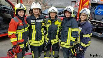 Мари Траппен (в центре) вместе с коллегами из добровольной пожарной охраны