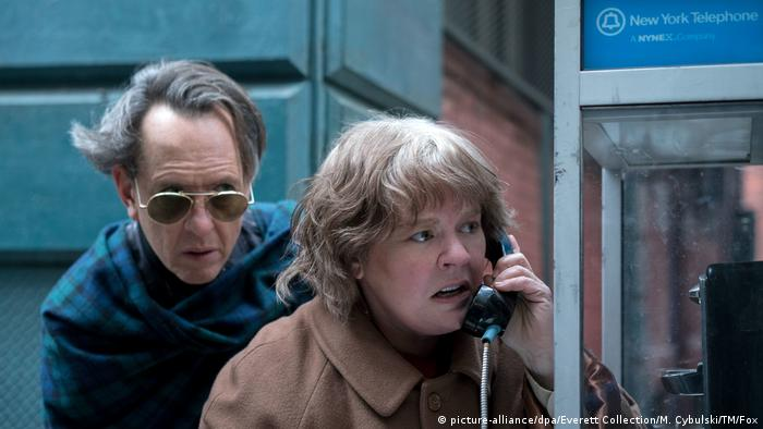 Film still 'Can You Ever Forgive Me?' with Richard E. Grant as Jack Hock, Melissa McCarthy as Lee Israel (Photo: picture-alliance/dpa/Everett Collection/M. Cybulski/TM/Fox).