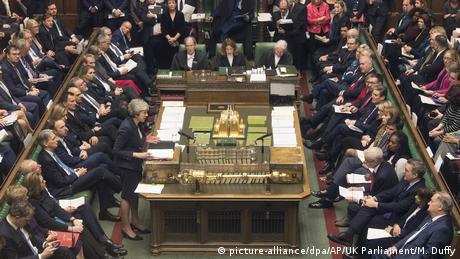 Brexit: Δεδομένη θεωρείται η ήττα της Μέι στη βουλή