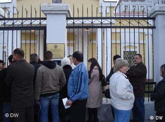 У российского посольства в Душанбе