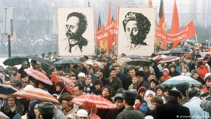 March commemorating Luxemburg and Liebknecht in East Berlin, 1988 (picture-alliance/dpa)