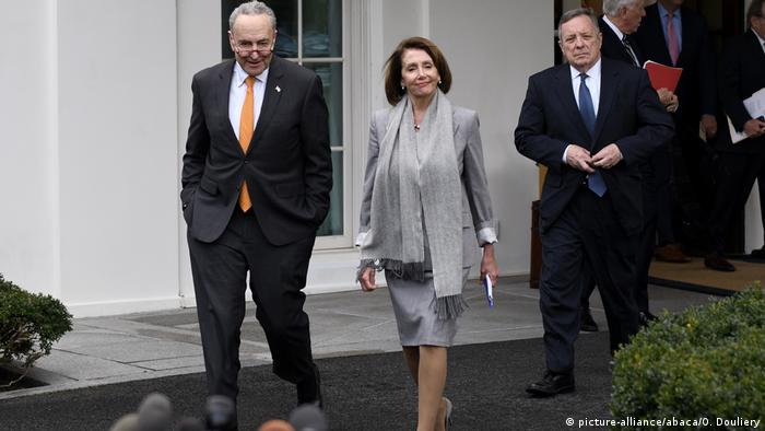 Chuck Schumer and Nancy Pelosi (picture-alliance/abaca/O. Douliery)