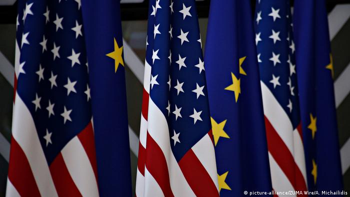 Flags of the USA and EU (picture-alliance/ZUMA Wire/A. Michailidis)