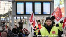 Deutschland Warnstreik am Flughafen Düsseldorf