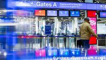 Deutschland Warnstreik am Düsseldorfer Flughafen