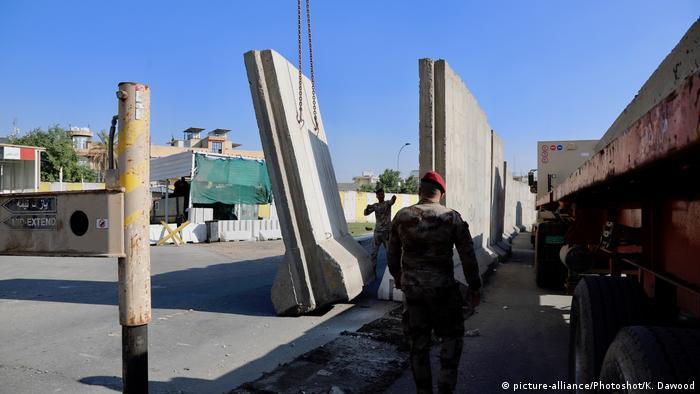 في بغداد - الحواجز الأمنية تسقط تاركة المساحة لشمس الحرية