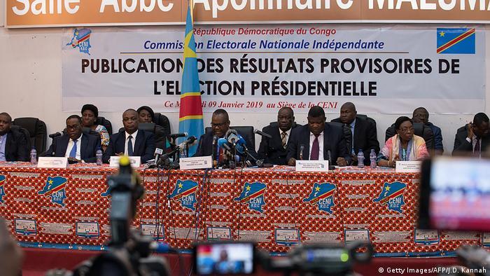 Corneille Nangaa annonce les résultats des élections.