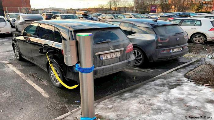 Norway e-car charging station (Reuters/A. Doyle)