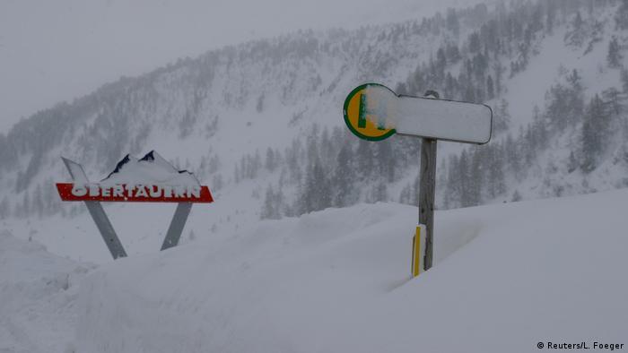 Österreich, Untertauern: Heftiger Schneefall (Reuters/L. Foeger)