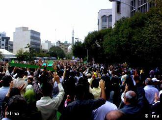 تظاهرات و اعتراضها در کشورهای عربی برای برخی از صاحبنظران یادآور اعتراضهای پس از انتخابات سال ۱۳۸۸ در ایران است