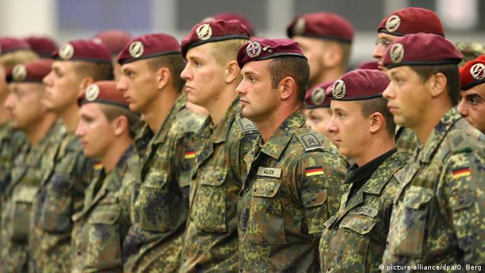 Bundeswehrsoldaten kehren aus dem Kongo zurück (picture-alliance/dpa/O. Berg)