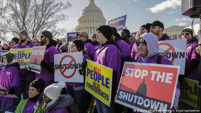 Protests in Washington against the shutdown (picture alliance/AP Photo/J. Scott Applewhite)