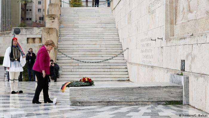 Njemačka kancelarka Angela Merkel položila je u januaru 2019. venac na grob neznanog junaka u Atini