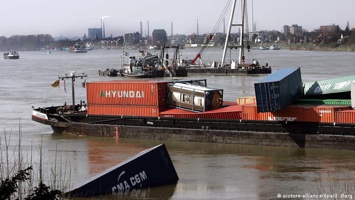 فقدت سفينة إكسلسيور 31 حاوية في مناورة فاشلة بالقرب من مدينة كولونيا الألمانية عام 2007