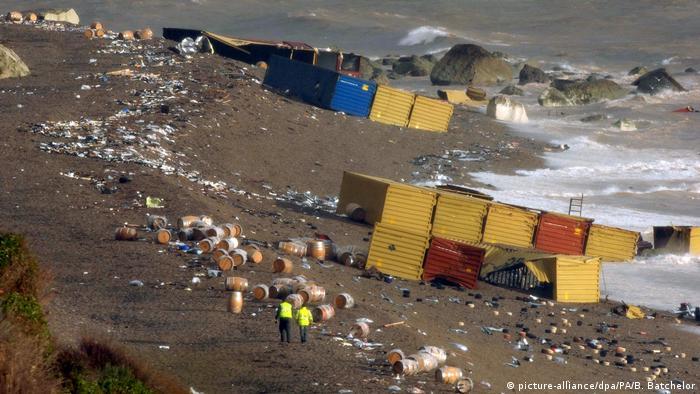 سفينة إم إس سي نابولي جنحت قبالة سواحل إنكلترا في 2007