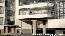 14.11.2018, Sachsen-Anhalt, Dessau: Das Bauhaus wird 100 Jahre. Bis heute sind seine Architektur und sein Design aktuell. Sachsen-Anhalt feiert das Jubiläum 2019. Foto: Peter Gercke/dpa-Zentralbild/ZB | Verwendung weltweit