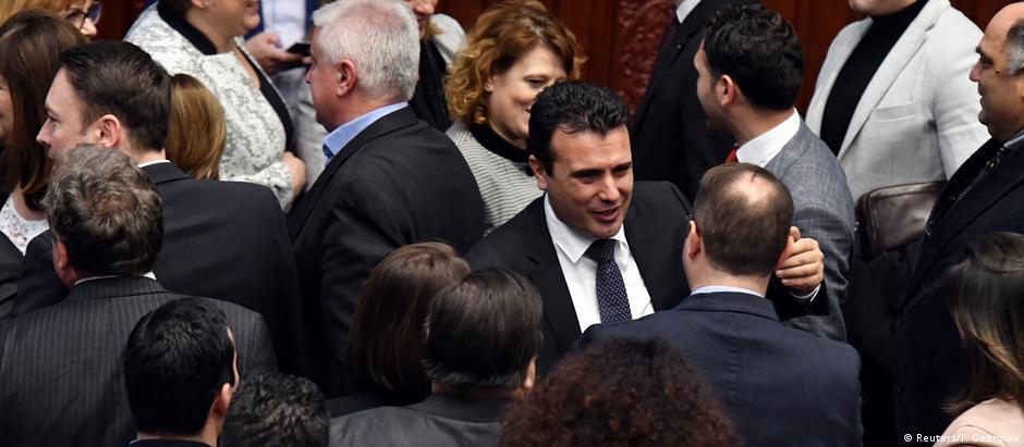 Parlamentares comemoram aprovação de mudança constitucional