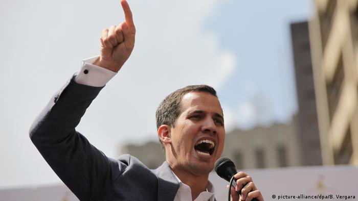Venezuelas Parlamentschef fordert Präsident Maduro heraus (picture-alliance/dpa/B. Vergara)