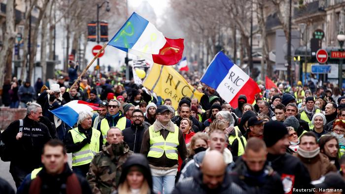 Yellow vest protesters near the Arc de Triomphe in Paris