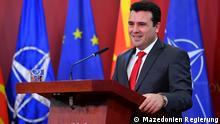 Der mazedonische Premierminister Zoran Zaev auf der Pressekonferenz in Skopje, Mazedonien, einen tag nach der Parlamentssitzung über Verfassungsänderung as mazedonische Parlament hat die Umbenennung des Landes in Nord Mazedonien beschlossen und damit seinen Teil für die Beilegung des Streits mit Griechenland erfüllt. Für die entsprechende Verfassungsänderung stimmten 81 der 120 Abgeordneten. Die Umbenennung des Landes ist eine entscheidende Voraussetzung dafür, dass Mazedonien den Namensstreit mit Griechenland beilegen kann