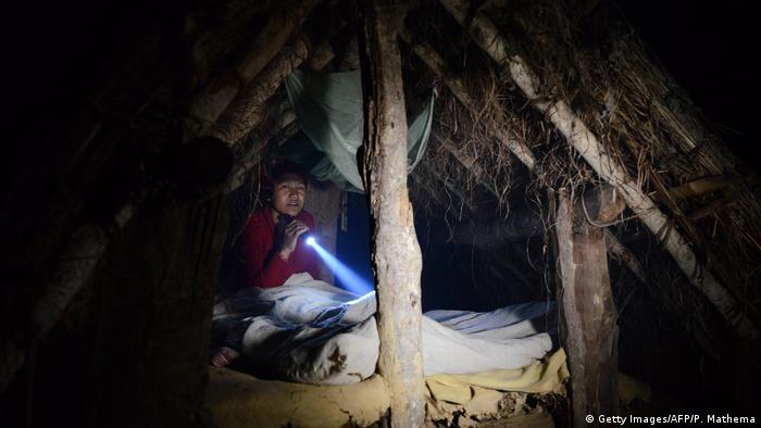 Nepal - Frauen verlässen Dorf während Menstruation (Getty Images/AFP/P. Mathema)