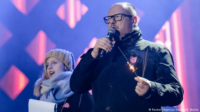 Pawel Adamowicz at the 27th Grand Finale of the Great Orchestra of Christmas Charity (Reuters/Agencja Gazeta/B. Banka)