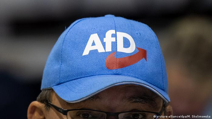 Man wearing AfD hat