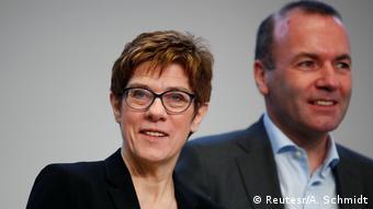 Annegret Kramp-Karrenbauer i Manfred Weber są za dostępem do Internetu pod własnym nazwiskiem