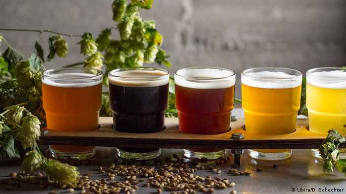 Israel - Haifa: Unterschiedliche Biersorten (Libira/D. Schechter)