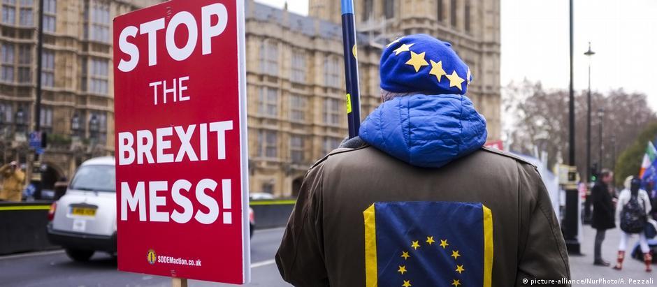 Manifestantes protestam contra o Brexit em Londres