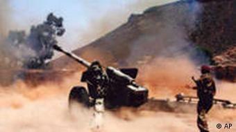 Yemeni soldier fires against targets of Yemeni Shiite rebels in Saada province